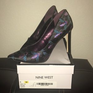 Nine West Tatiana Pumps with Bee pattern. Size 9